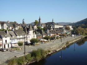 les quais de la Dordogne à Argentat