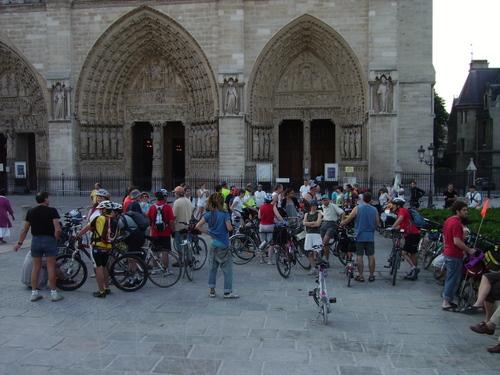 rassemblement à Paris Notre-Dame