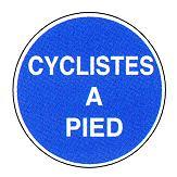 Le cycliste est un piéton lorsqu'il conduit son vélo à la main (R412-34)